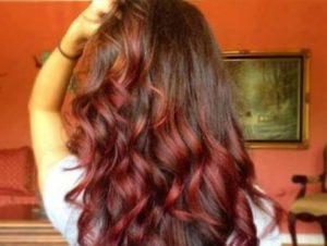 1525553710_500_35-ideas-de-pelo-de-borgona-para-el-cabello-rubio-rojo-y-morena